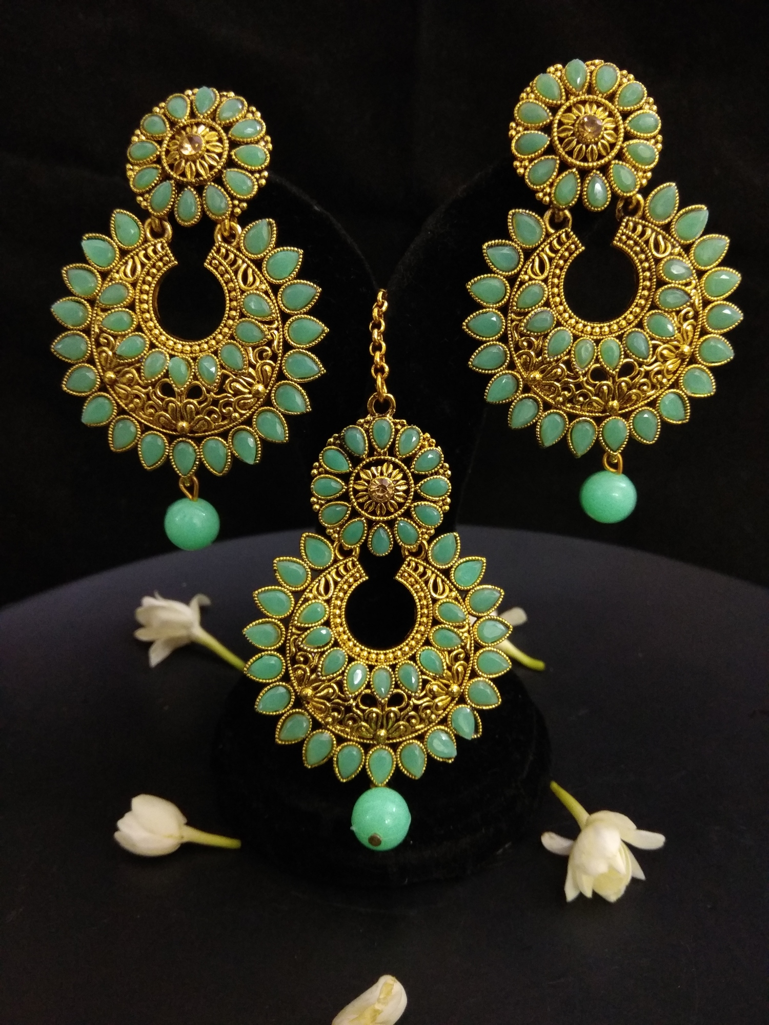 Beautiful Maangtikka with Earrings