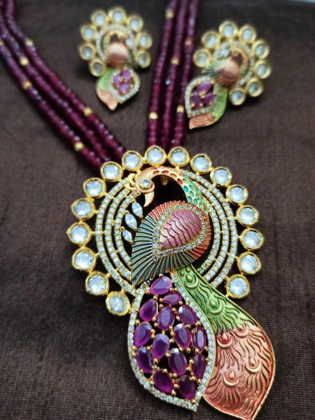 Beautiful Mayur Pendant Set