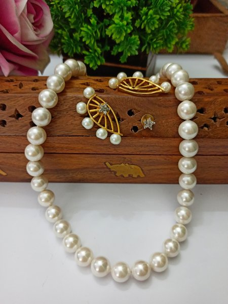 Lovely pearl set