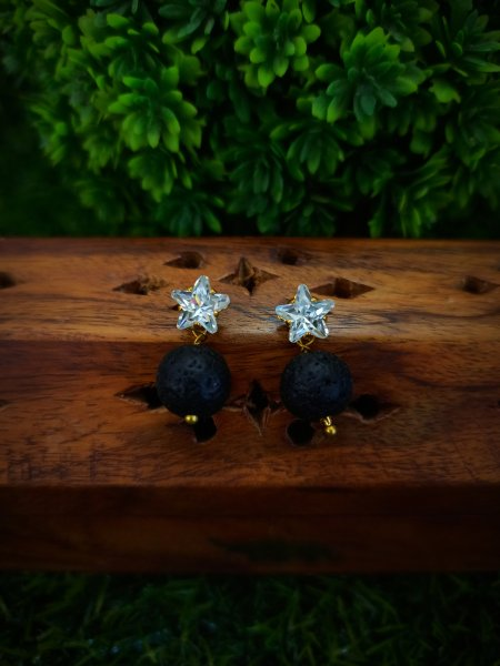 American diamond stud with black pearl