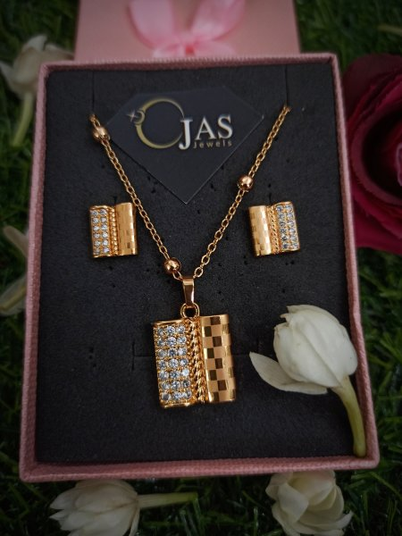 Contemporary jewelry set